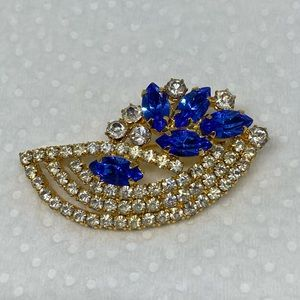 Vintage rhinestone brooch blue and clear floral